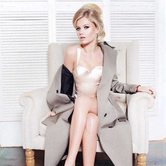 Порно фото блондинки чулки