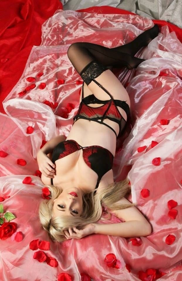 Lindsay elyse hot