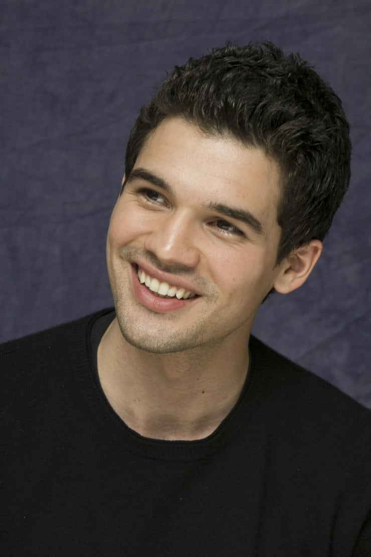 steven strait how tall