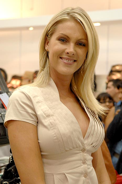 069c04962a6de Picture of Ana Hickmann