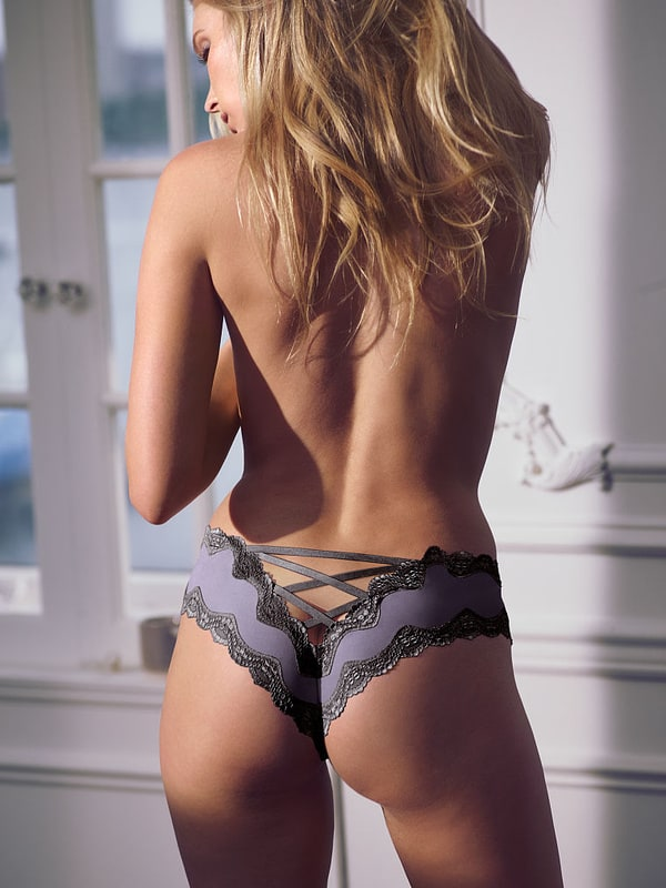 Elsa Hosk...Booty Edition ( 35 items) Xbox One Red