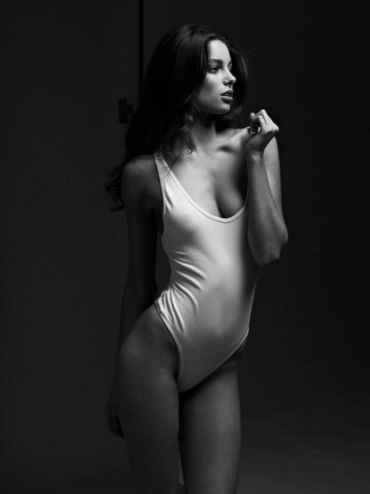 Sarah Burns model
