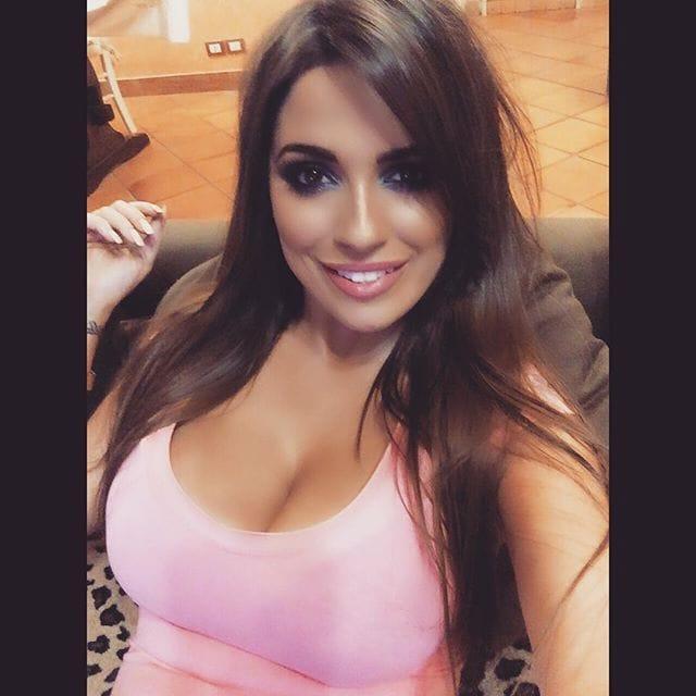 Alessia Macari Hot
