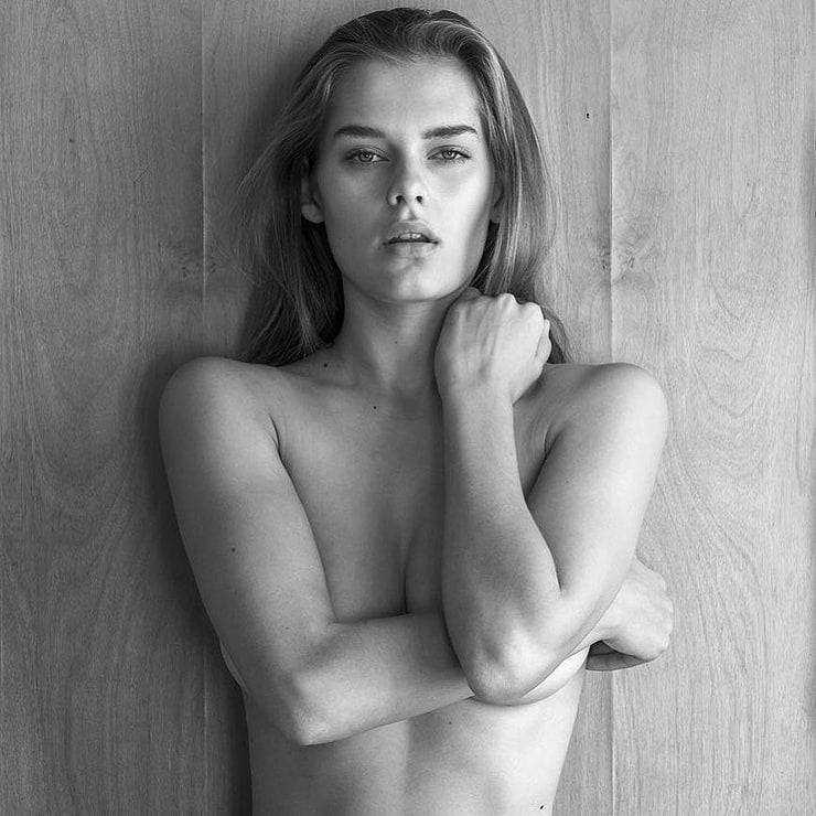 Nicky Whelan photos