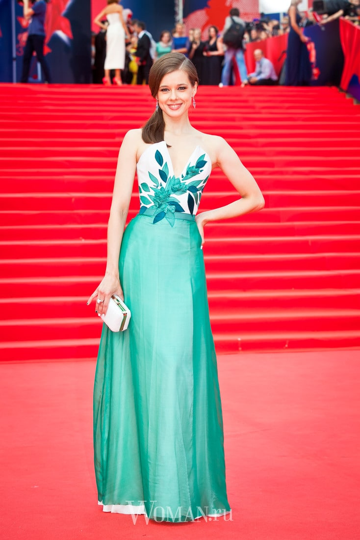 Katerina Shpitsa appeared on the red carpet of the Kinotavr without linen 08.06.2017 69