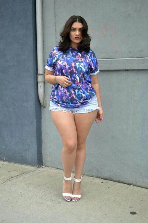 В коротких юбках толстые 84