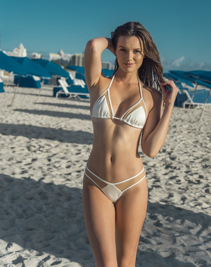 Hailey Outland Nude Photos 10
