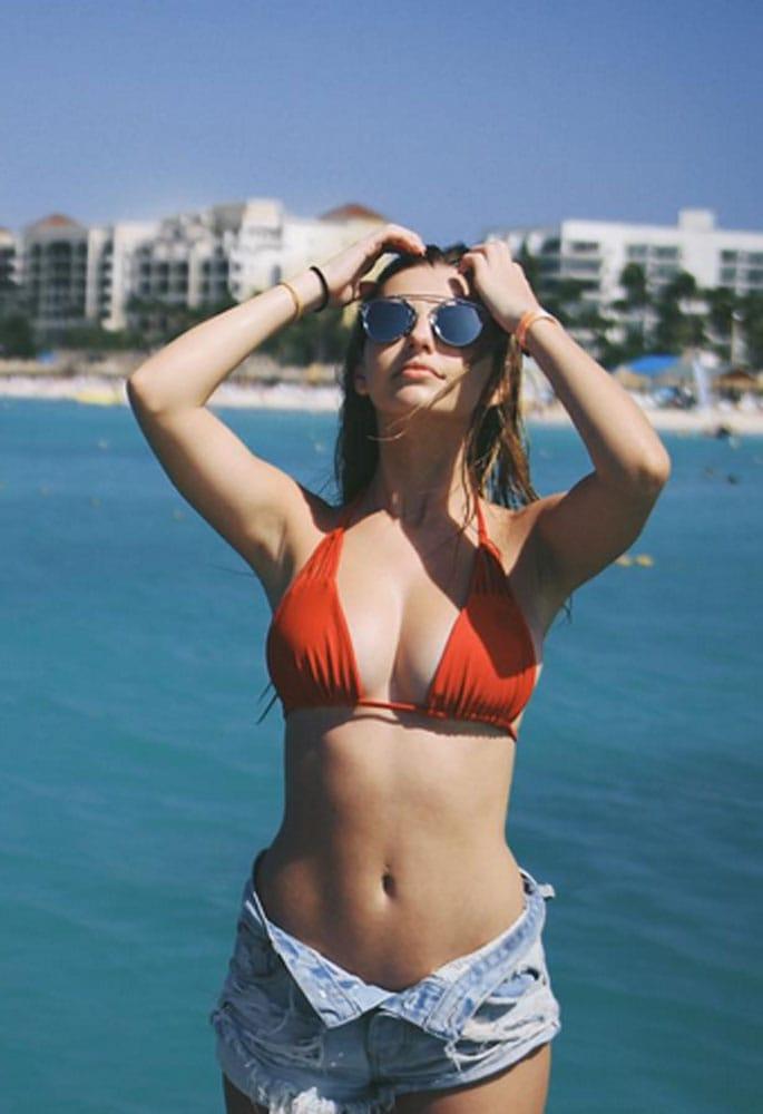 Beverly lynne kimberly kay genie in a string bikini 4