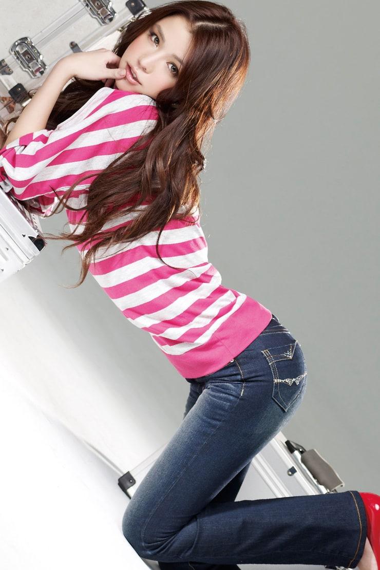 Tia Li Yu Fen Hot & Sexy Taiwanese Model