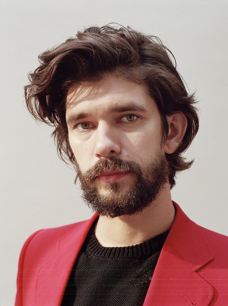 The 37-year old son of father (?) and mother(?), 175 cm tall Ben Whishaw in 2017 photo